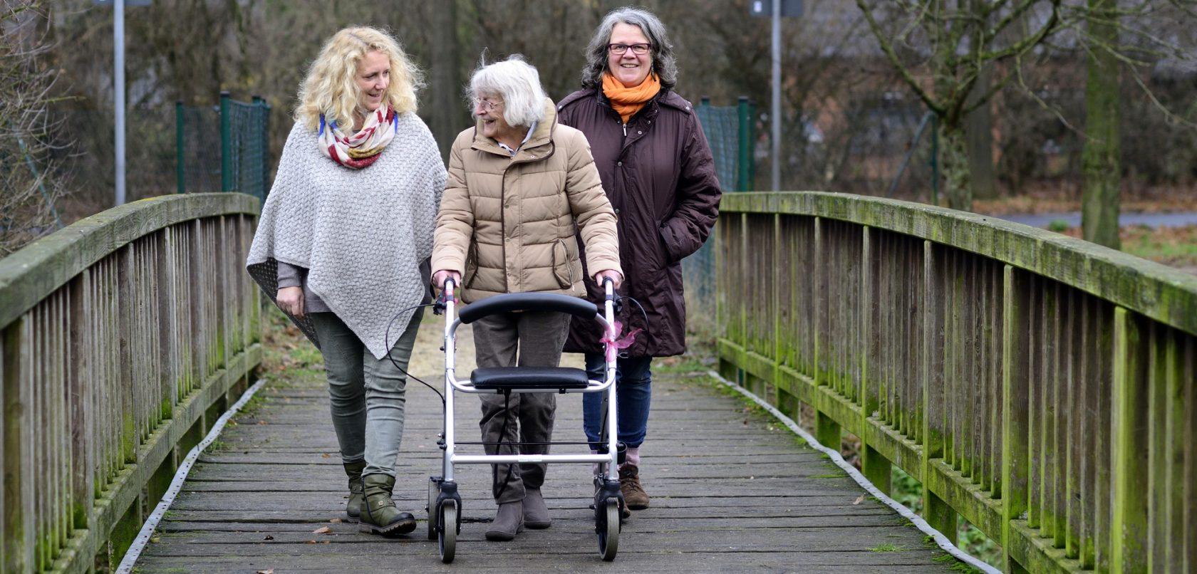 Senioren Husliche Altenpflege Spazieren gehen Banner