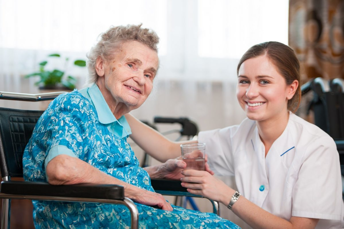 Pflegefachkraft im Seniorenwohnheim Brückentor